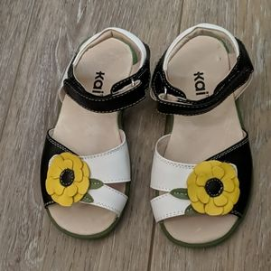 Kai Sandals with Flower